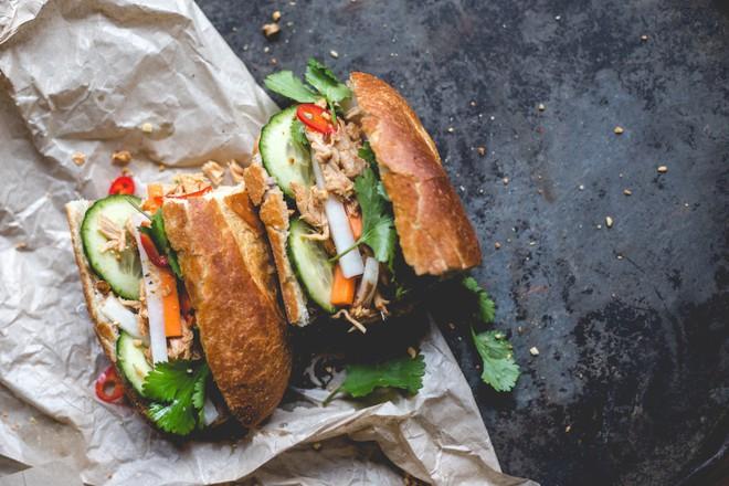 8 cột mốc biến bánh mì Việt từ món ăn vay mượn thành chiếc bánh mì ngon nhất thế giới - Ảnh 7.