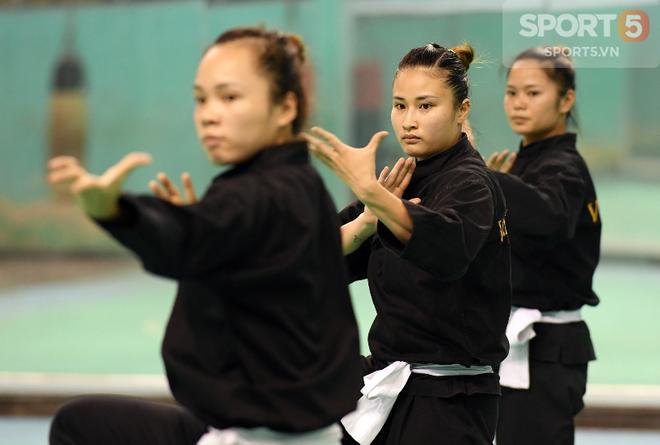 Nữ võ sĩ Việt Nam gây ấn tượng khi tham gia thử thách sút nắp chai cực đỉnh - Ảnh 2.