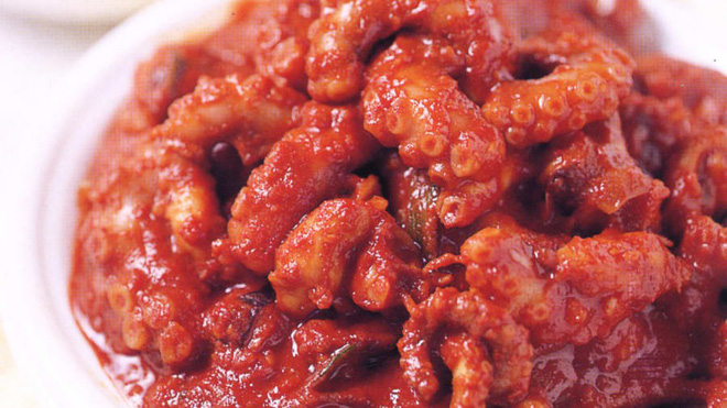 Điểm danh các món ăn đẫm sốt cay đỏ rực nổi tiếng nhất của người Hàn - Ảnh 3.