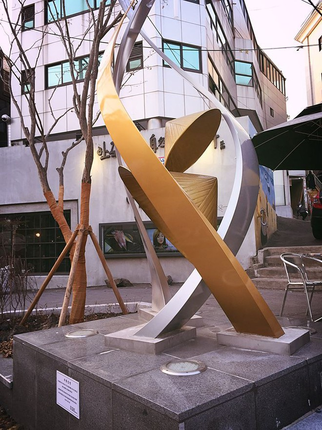 Giữa lòng thủ đô Seoul (Hàn Quốc) có một con phố mang tên Việt Nam Quy Nhơn, ở ngay gần Cộng Cà phê - Ảnh 2.