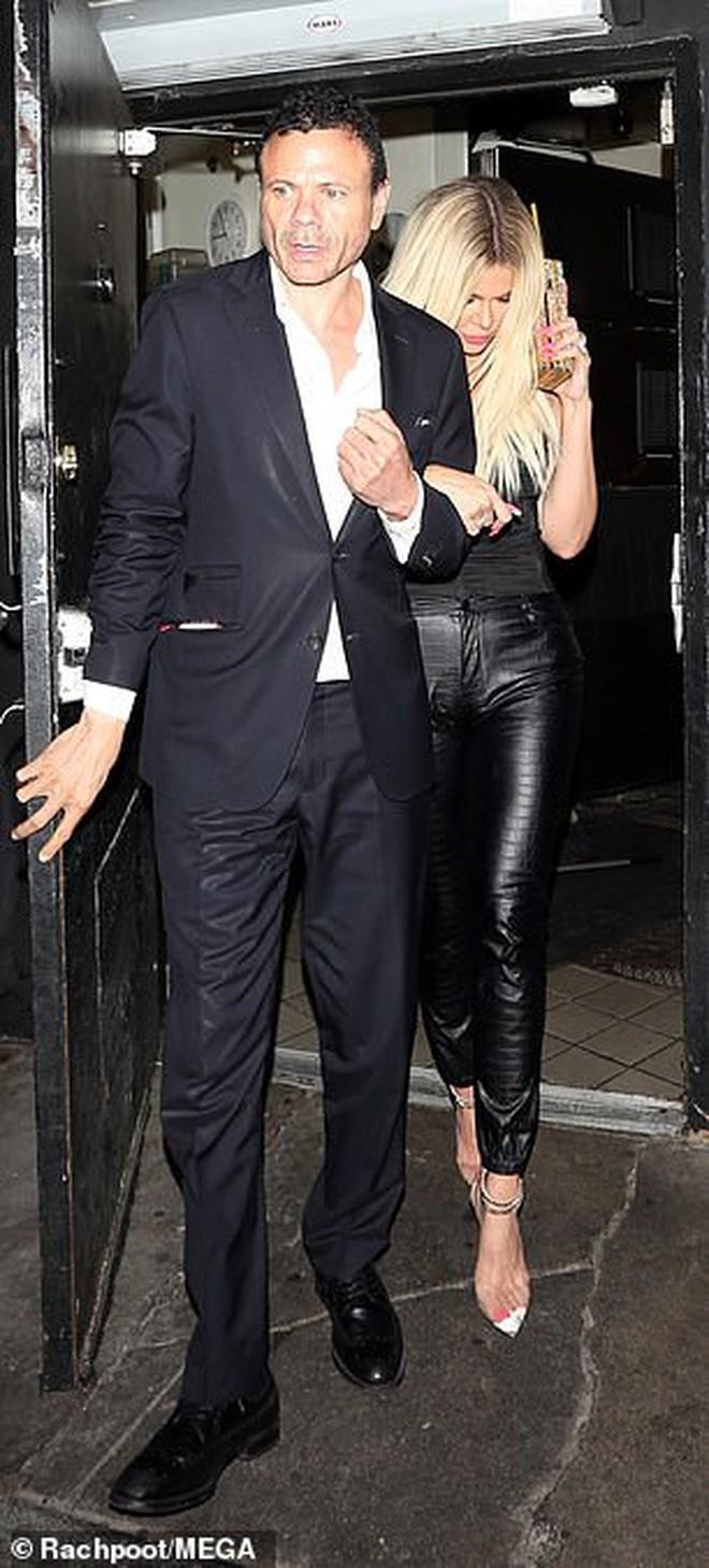Vợ chồng Justin Bieber cùng Kendall Jenner dự tiệc đêm: Gương mặt đầy mụn của Justin chiếm spotlight của 2 chân dài - Ảnh 7.