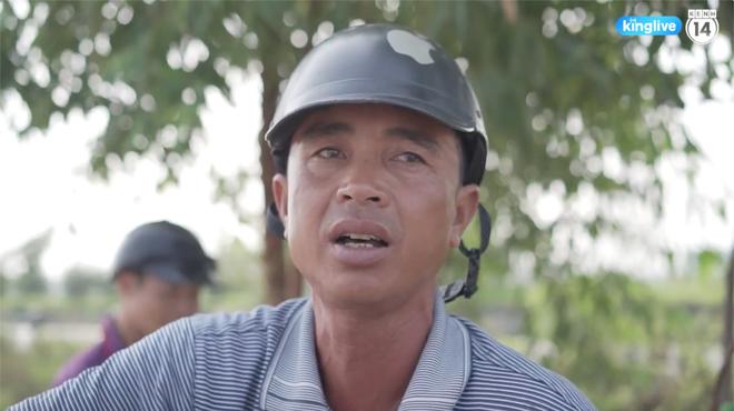 Clip: Thót tim cảnh công nhân bất chấp nguy hiểm băng ngang cao tốc Hà Nội - Bắc Giang - Ảnh 3.