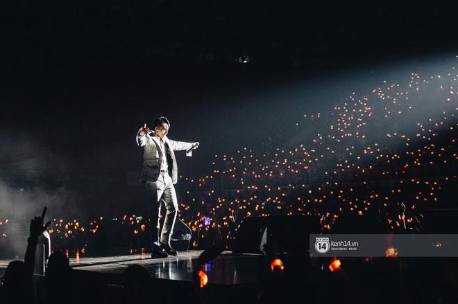 """Đêm diễn cuối Sky Tour: Sơn Tùng M-TP """"chết trong sự ngọt ngào"""" của Hà Nội, Justatee chiếm trọn trái tim Sky - Ảnh 12."""