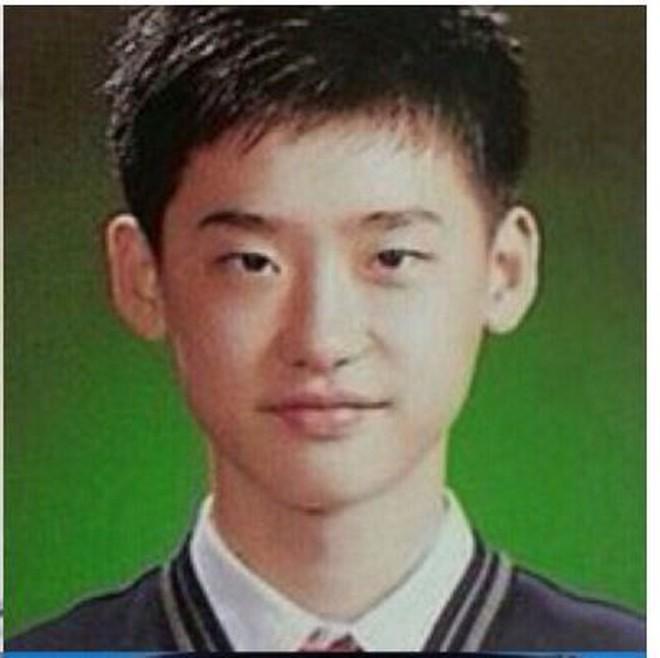 """Ảnh tốt nghiệp của dàn tài tử hàng đầu Hàn Quốc: Nhan sắc thật được phơi bày, tài tử """"Người thừa kế"""" gây sốc nhất - Ảnh 14."""