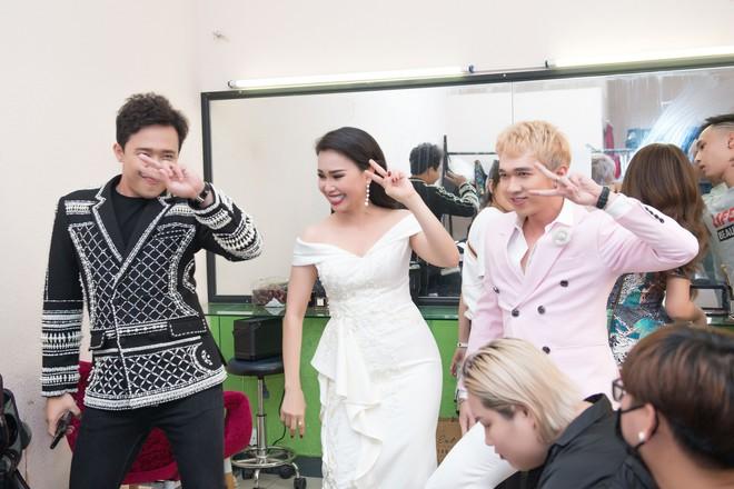 Trấn Thành bày Cẩm Ly nhảy rồi livestream trong hậu trường - Ảnh 3.