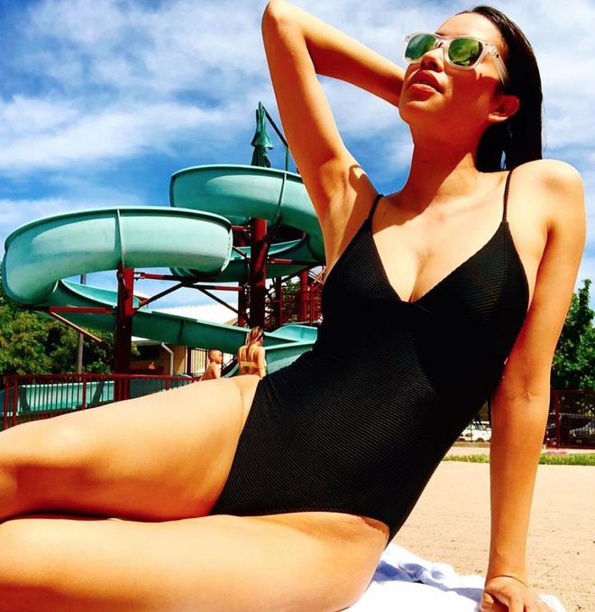 Diện bikini khoe body gợi cảm, Phạm Hương bị soi ngực bên to bên nhỏ đến khó hiểu - Ảnh 3.