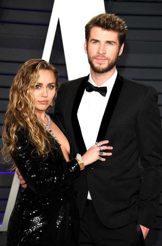 Hoá ra 2 cặp vợ chồng Miley Cyrus và bạn gái tin đồn từng đi hẹn hò đôi, kịch bản điên rồ nhất cho 1 vụ cắm sừng? - Ảnh 2.