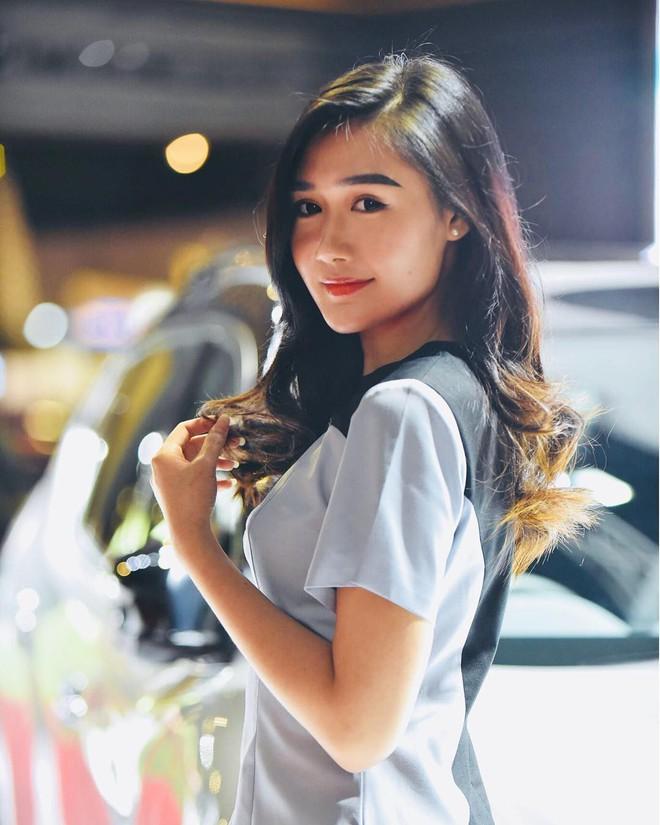 Nữ hộ sĩ xinh đẹp nhất Malaysia: Body cực phẩm, từng làm tiếp viên hàng không - Ảnh 4.