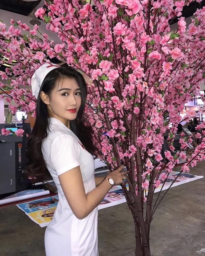 Nữ hộ sĩ xinh đẹp nhất Malaysia: Body cực phẩm, từng làm tiếp viên hàng không - Ảnh 1.