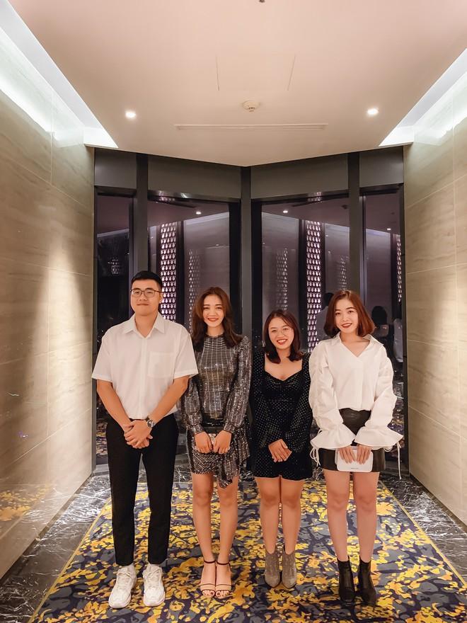"""Hội bạn thân nhà người ta: mỗi năm chỉ gặp nhau 1 lần, sau 17 năm cho ra đời bộ ảnh ở Huế vừa thơ vừa """"lạ"""" trông như chụp ở Hàn Quốc - Ảnh 5."""
