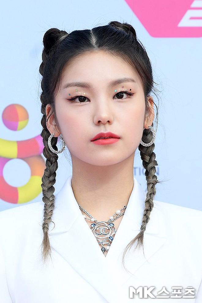 Siêu thảm đỏ hội tụ quân đoàn idol, diễn viên siêu khủng: Goo Hye Sun lạc quẻ, TWICE đọ tầm sexy chan chát với MAMAMOO - Ảnh 23.
