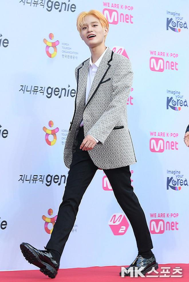 Siêu thảm đỏ hội tụ quân đoàn idol, diễn viên siêu khủng: Goo Hye Sun lạc quẻ, TWICE đọ tầm sexy chan chát với MAMAMOO - Ảnh 24.