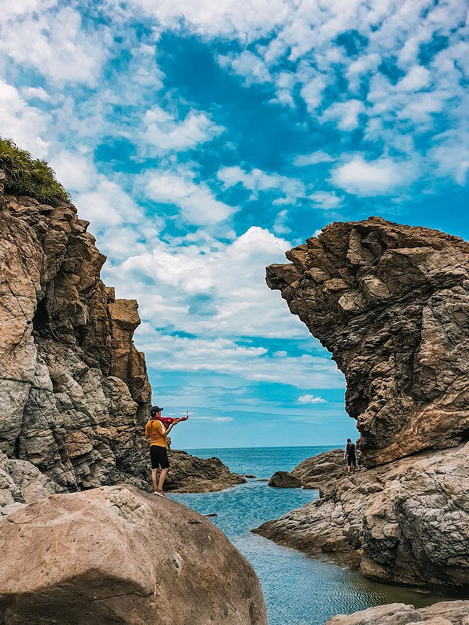 Đà Nẵng xuất hiện hồ bơi giữa biển đẹp y hệt nước ngoài, dân tình hớn hở rủ nhau đi sớm trước khi ai cũng biết chỗ này - Ảnh 12.