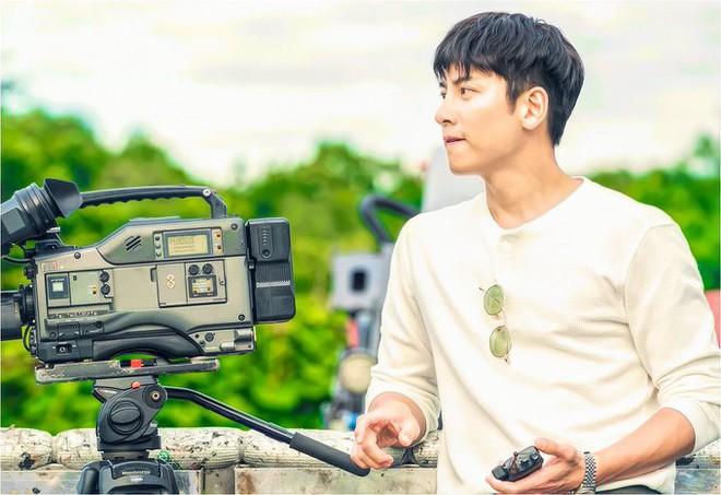 Ji Chang Wook làm Captain Korea: Tỉnh dậy sau 20 năm đóng băng, tình đầu thuở nào giờ đã là quý bà? - Ảnh 1.