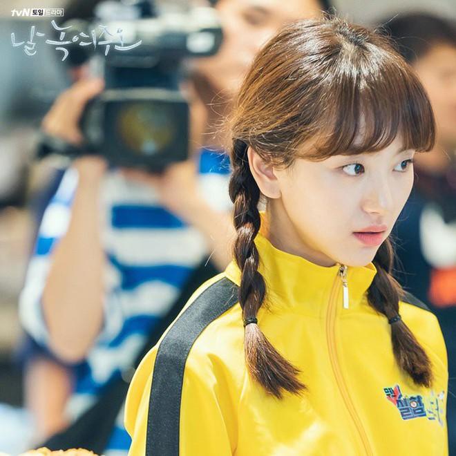 Ji Chang Wook làm Captain Korea: Tỉnh dậy sau 20 năm đóng băng, tình đầu thuở nào giờ đã là quý bà? - Ảnh 2.