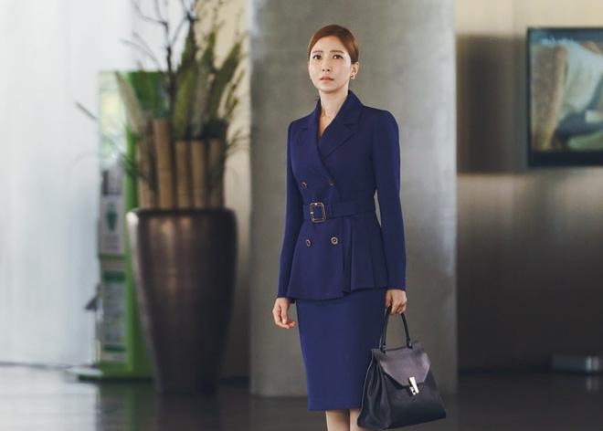 Ji Chang Wook làm Captain Korea: Tỉnh dậy sau 20 năm đóng băng, tình đầu thuở nào giờ đã là quý bà? - Ảnh 9.