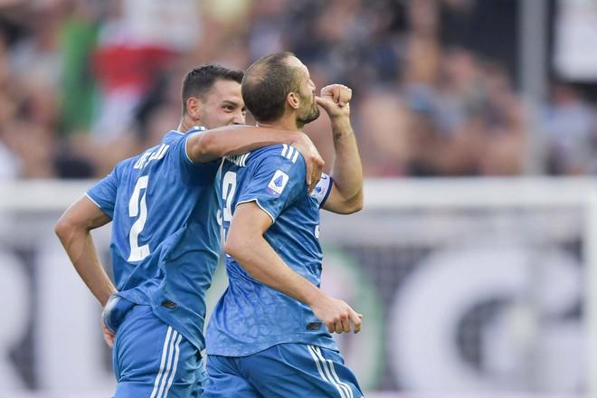 Ronaldo mất toi bàn thắng vì trót cong người, Juventus chỉ thắng sát nút ngày ra quân nhờ cái tên cực bất ngờ này - Ảnh 7.