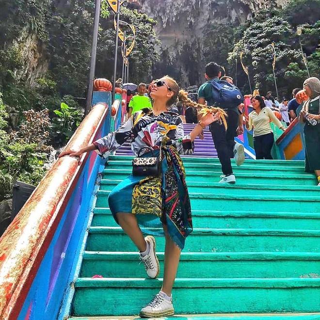 Tỉnh mộng trước nấc thang cầu vồng nổi tiếng nhất Malaysia: Nhìn hình sống ảo thì phát ham, nhưng thực tế lại phũ phàng hơn!