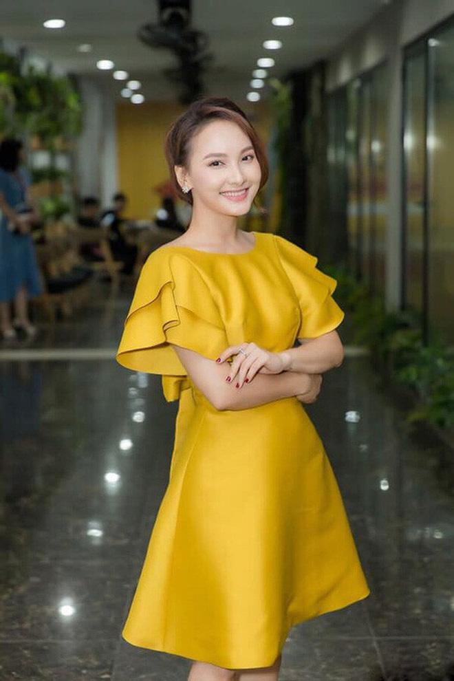 So kè style 3 nàng ngọc nữ 1990 của điện ảnh Việt: Người chăm diện đồ trễ nải, người thích diện đồ xì-tin hack tuổi - Ảnh 14.