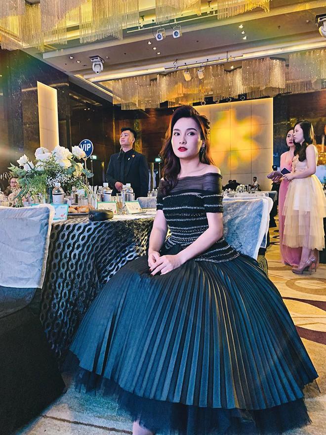 So kè style 3 nàng ngọc nữ 1990 của điện ảnh Việt: Người chăm diện đồ trễ nải, người thích diện đồ xì-tin hack tuổi - Ảnh 11.