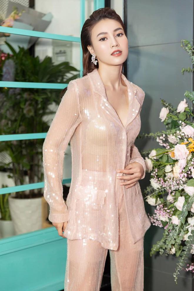 So kè style 3 nàng ngọc nữ 1990 của điện ảnh Việt: Người chăm diện đồ trễ nải, người thích diện đồ xì-tin hack tuổi - Ảnh 19.
