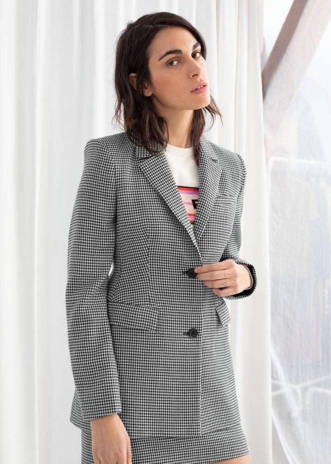 """Mua 5 chiếc blazer bán chạy nhất dịp đầu thu, nàng BTV còn gợi ý cả cách lên đồ """"xịn sò"""" cho từng thiết kế - Ảnh 2."""