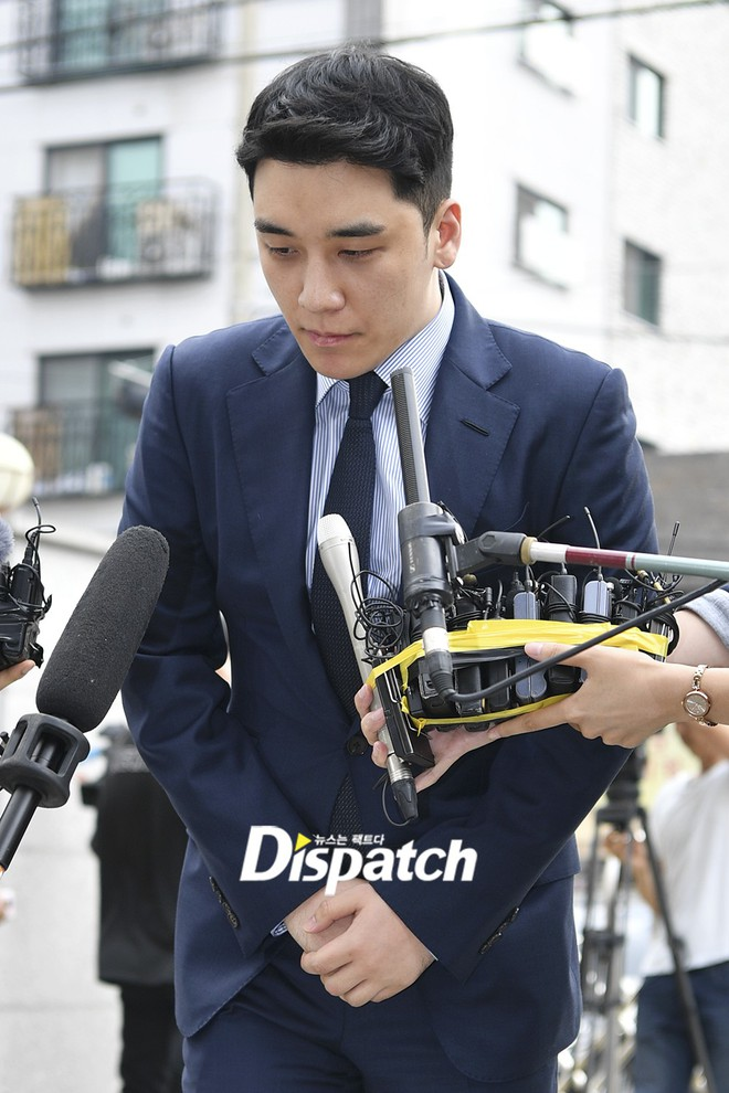 Sau 2 tháng, Seungri chính thức trình diện cảnh sát vì cáo buộc thứ 8: Cúi đầu xin lỗi, biểu cảm và sắc mặt gây chú ý - Ảnh 5.