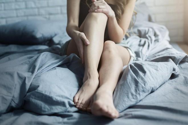 Người mắc hội chứng chân không yên có nguy cơ tự làm hại bản thân cao gần  gấp 3 lần so với người bình thường
