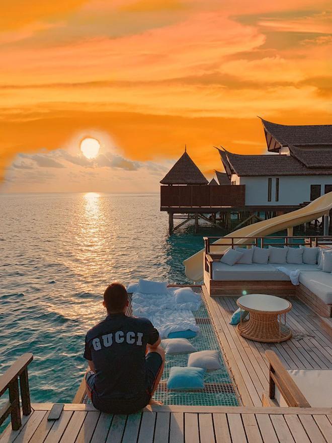 """Choáng váng với độ """"chơi lớn"""" của ông bầu Vũ Khắc Tiệp: Thuê hẳn khách sạn 150 triệu một đêm ở Maldives để... quay vlog - Ảnh 5."""