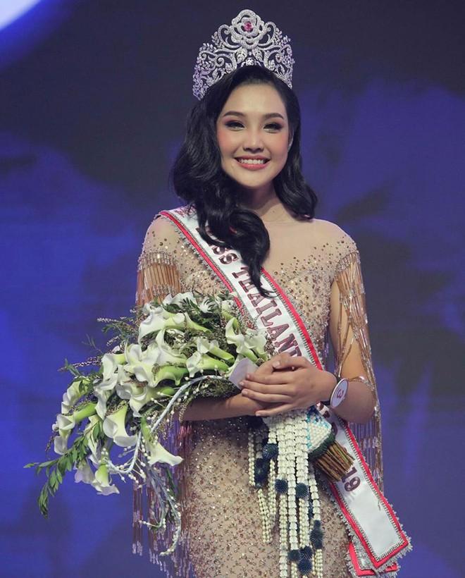 Tân Hoa hậu Lương Thùy Linh được dân mạng quốc tế hết lời khen ngợi nhan sắc, nhận xét xinh hơn cả Miss Thái Lan - Ảnh 3.
