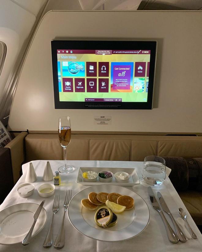 Muốn biết hạng thương gia sang chảnh hơn ghế thường ra sao, cứ nhìn bữa ăn của 19 hãng bay nổi tiếng này sẽ rõ! - Ảnh 25.