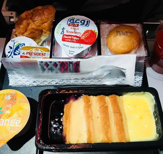Muốn biết hạng thương gia sang chảnh hơn ghế thường ra sao, cứ nhìn bữa ăn của 19 hãng bay nổi tiếng này sẽ rõ! - Ảnh 23.
