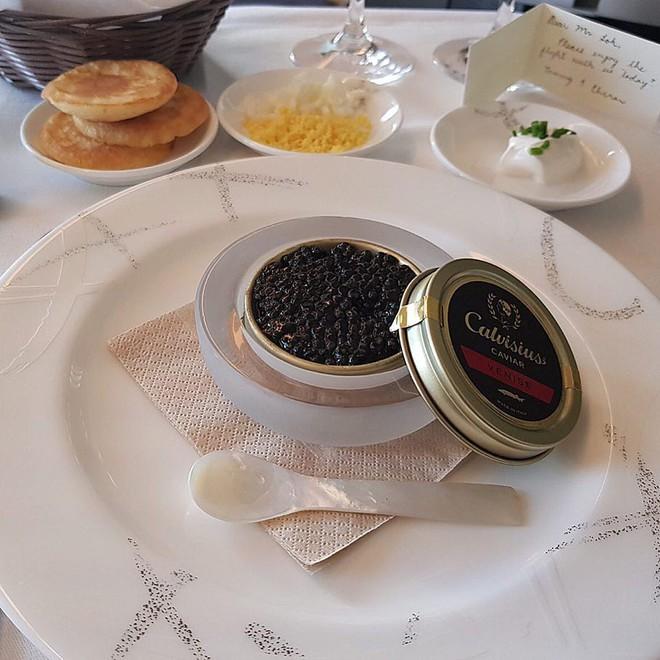 Muốn biết hạng thương gia sang chảnh hơn ghế thường ra sao, cứ nhìn bữa ăn của 19 hãng bay nổi tiếng này sẽ rõ! - Ảnh 13.