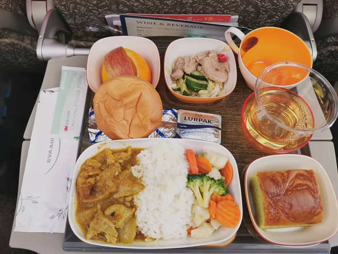Muốn biết hạng thương gia sang chảnh hơn ghế thường ra sao, cứ nhìn bữa ăn của 19 hãng bay nổi tiếng này sẽ rõ! - Ảnh 20.