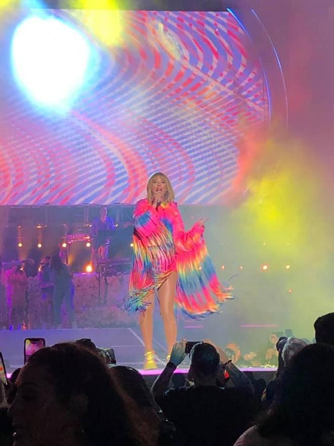 Tìm ra fan Việt số hưởng nhất quả đất: Được Taylor Swift mời qua nhà chơi rồi làm bánh cho ăn, tới giờ vẫn chưa dám tắm vì cái ôm của idol - Ảnh 4.