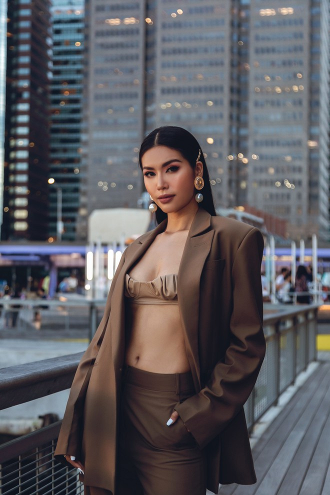Minh Tú diện áo bé xíu khoe triệt để vòng một và cơ bụng nóng bỏng, tự tin sải bước tại kinh đô thời trang New York - Ảnh 11.