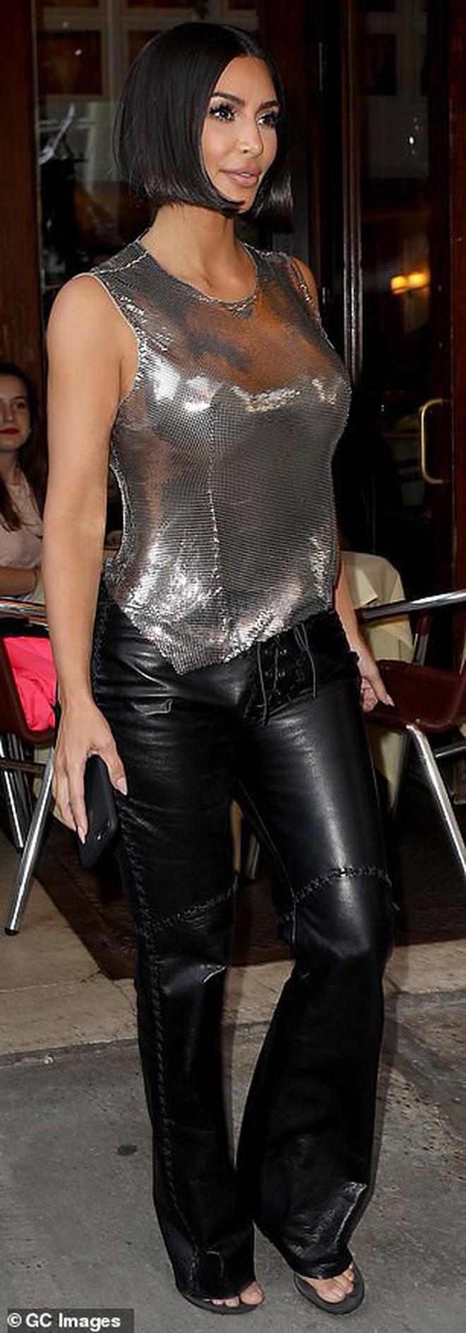 """Ai ngờ """"thánh giật spotlight"""" Kim Kardashian có ngày lu mờ hoàn toàn trước em gái Kendall Jenner thế này - Ảnh 8."""