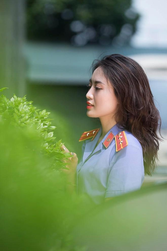 Cựu sinh viên ĐH Kiểm sát Hà Nội xinh chẳng kém gì hotgirl với nụ cười tỏa nắng nhìn là yêu - Ảnh 1.