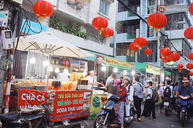 """""""Hoảng hồn"""" khi ghé thăm phố lồng đèn Sài Gòn đêm Trung Thu: Đông đúc, nóng bức và hàng loạt hiểm nguy rình rập - Ảnh 7."""
