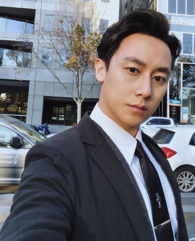 """Hậu phủ nhận tin đồn hẹn hò Hoàng Thùy, Rocker Nguyễn bất ngờ đăng tải trạng thái: """"Trái tim này cũng biết đau lại rồi"""" - Ảnh 5."""
