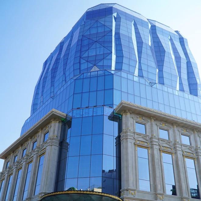 """Lộ diện tòa nhà kim cương """"siêu to khổng lồ"""" đang gây sốt giới trẻ Hà Nội: Lên ảnh lung linh nhưng bên ngoài thì thế nào? - Ảnh 5."""
