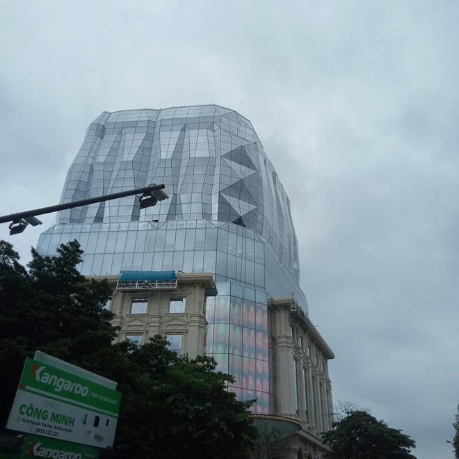 """Lộ diện tòa nhà kim cương """"siêu to khổng lồ"""" đang gây sốt giới trẻ Hà Nội: Lên ảnh lung linh nhưng bên ngoài thì thế nào? - Ảnh 7."""