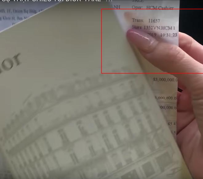 """Bị tố đập hộp toàn đồ fake, Sĩ Thanh """"phản đòn"""" mang hẳn túi ra store kiểm chứng nhưng tiếp tục bị netizen """"bóc"""" loạt chi tiết đáng ngờ - Ảnh 9."""