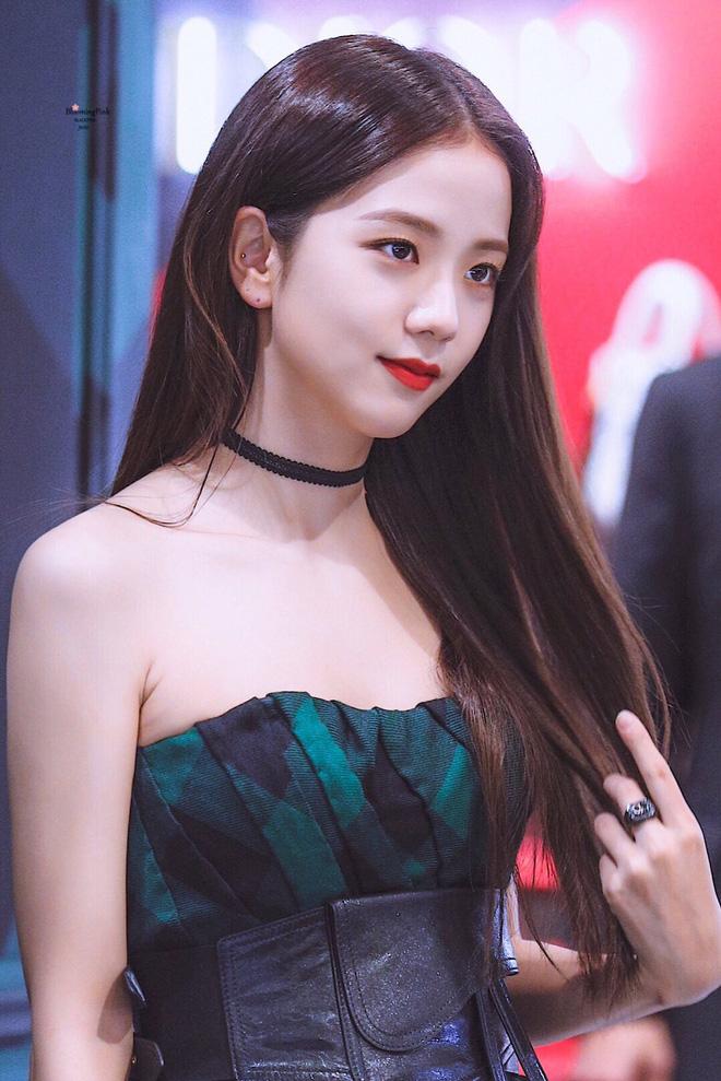 HOT: Nữ thần Jisoo (BLACKPINK) dính tin đồn hẹn hò cầu thủ đào hoa nhất xứ Hàn, lặn lội sang Anh chỉ để cỗ vũ? - Ảnh 6.