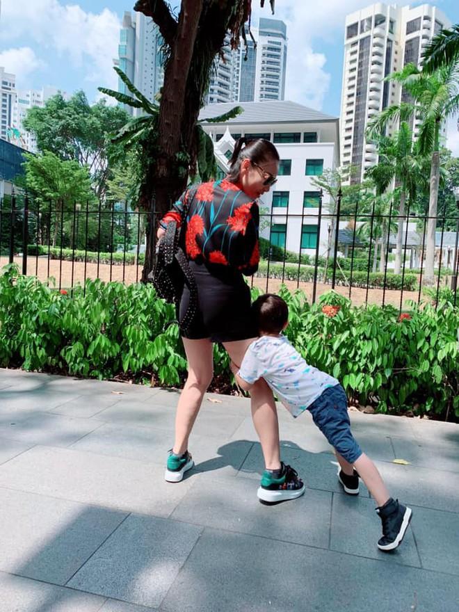 Cuối cùng Thu Minh cũng công khai ảnh rõ mặt con trai đầu lòng với chồng Tây sau thời gian dài giấu kỹ - Ảnh 2.