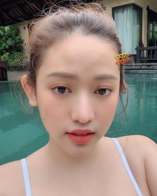 thuy vi han hang si thanh bo 3 girl thi phi dam me du lich kieu huong thu 1 chuyen di thay ca chuc bo bikini de chup hinh song ao