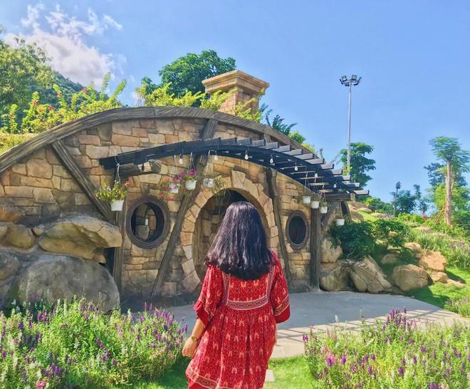 """Ngay tại Việt Nam cũng có ngôi làng người lùn đẹp như """"xứ sở thần tiên"""" được giới trẻ check in rần rần - Ảnh 2."""