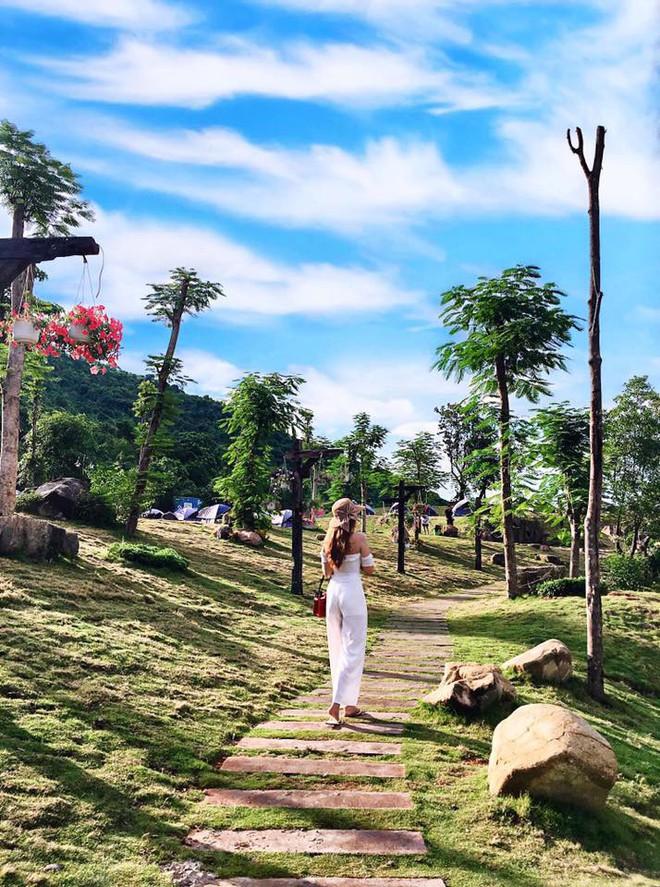 """Ngay tại Việt Nam cũng có ngôi làng người lùn đẹp như """"xứ sở thần tiên"""" được giới trẻ check in rần rần - Ảnh 8."""