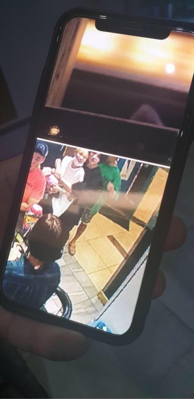 HOT: Em út Jungkook (BTS) lộ ảnh CCTV ôm ấp, uống rượu với gái lạ, tình trạng hôn nhân của cô gái gây bão toàn cầu - Ảnh 1.
