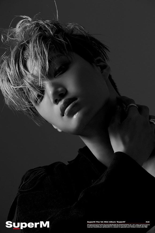 """Fan """"khóc thét"""" vì bộ ảnh giữa đêm khoe múi sexy của Kai nhưng bối cảnh trường quay MV của SuperM mới gây choáng ngợp - Ảnh 5."""